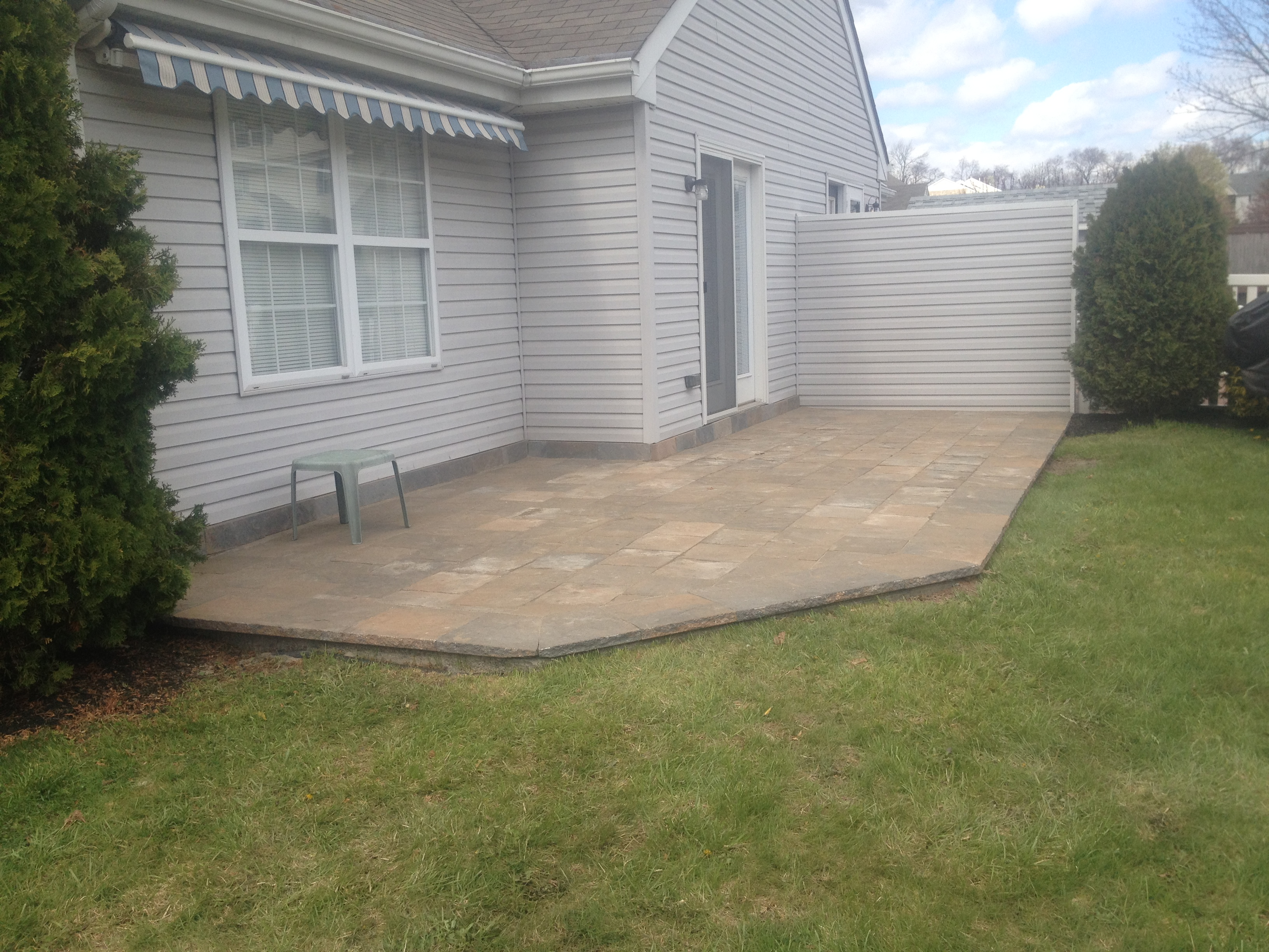 concrete-overlay-patio